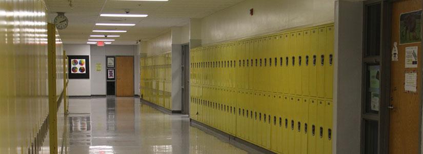 Zapewnienie bezpieczeństwa pracownikom i uczniom w szkole przez dyrektora szkoły